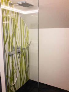 Dusche mit Gräser Motiv