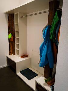 Garderobe mit Altholzelementen