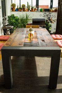 Rustikaler Tisch